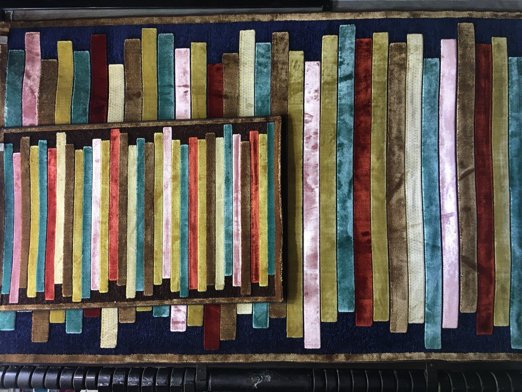 فرش فانتزی شنل سورمه ای 4 متری