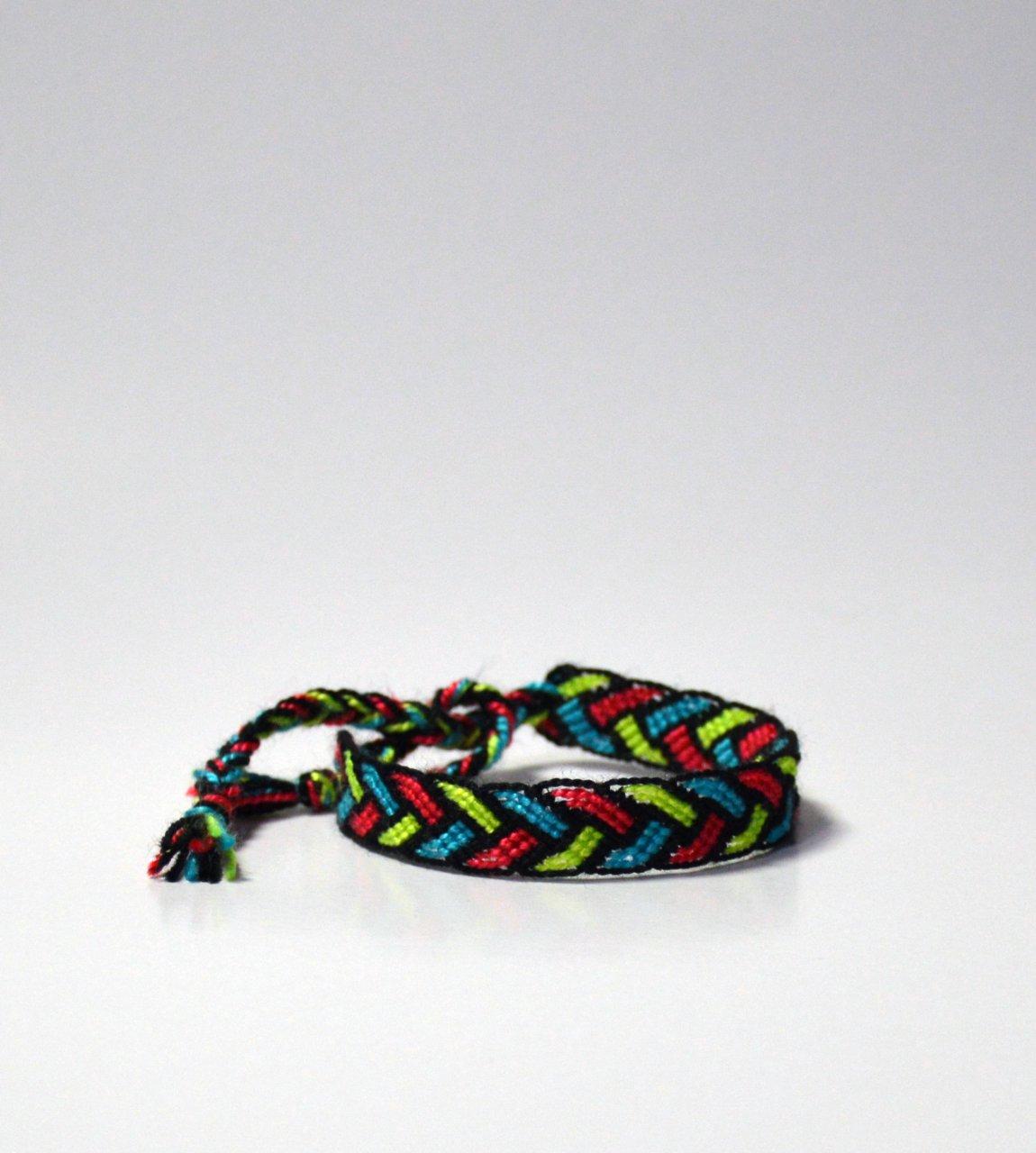 دستبند دوستی بافت طرح برگی کد BC_1