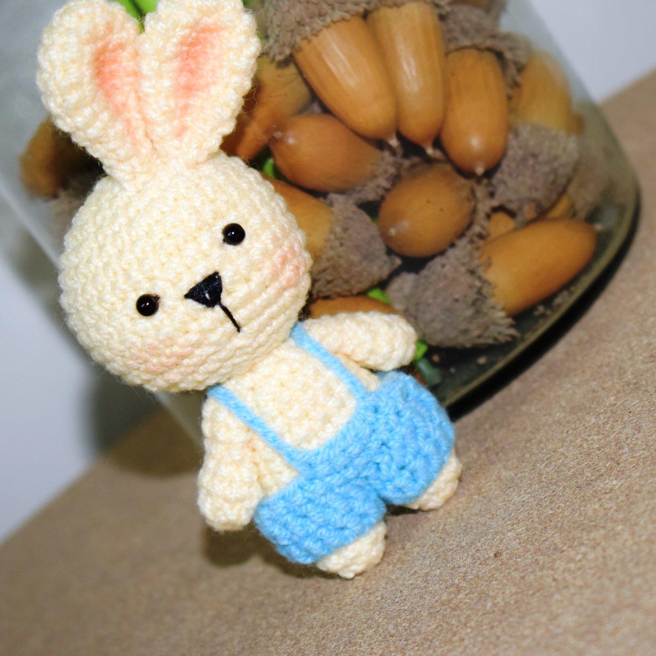عروسک دست بافت خرگوش فسقلی آبی