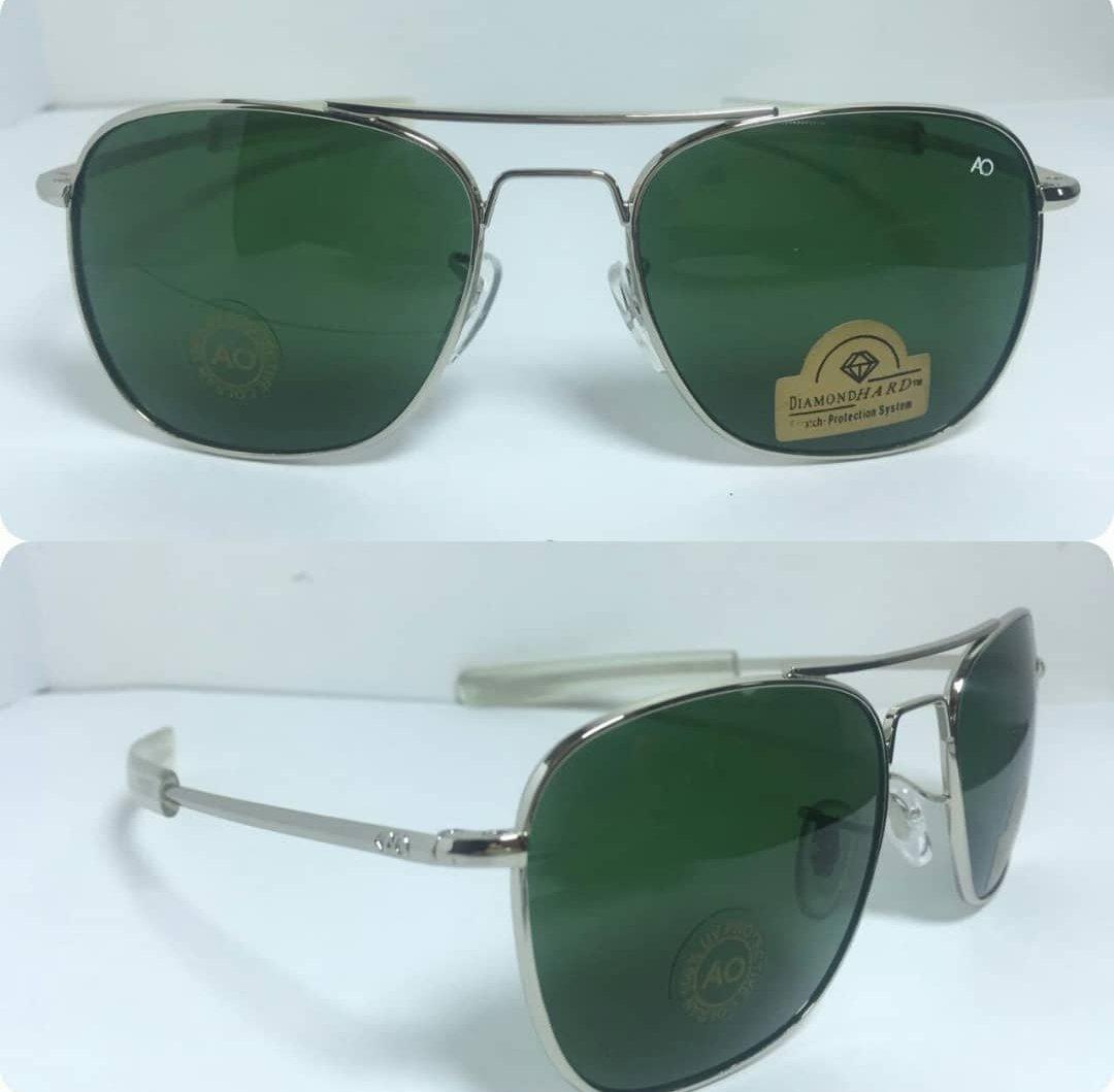 عینک آفتابی آمریکن اوپتیکال فرم نقره ای و شیشه سبز با پک کامل