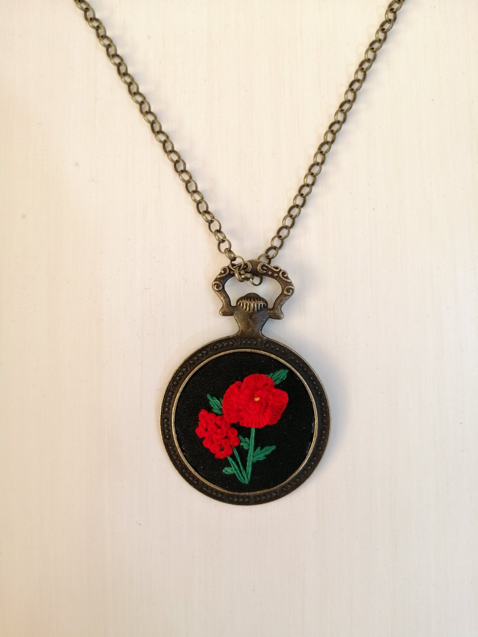گردنبند گلدوزی طرح گل سرخ