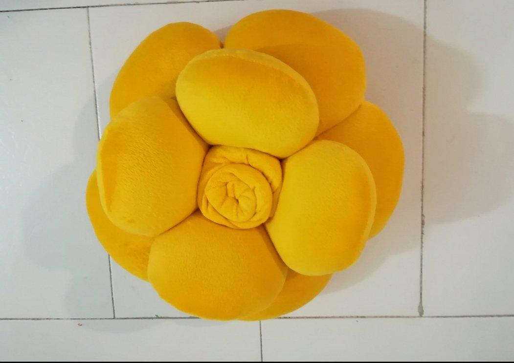 کوسن طرح گل رنگ زرد