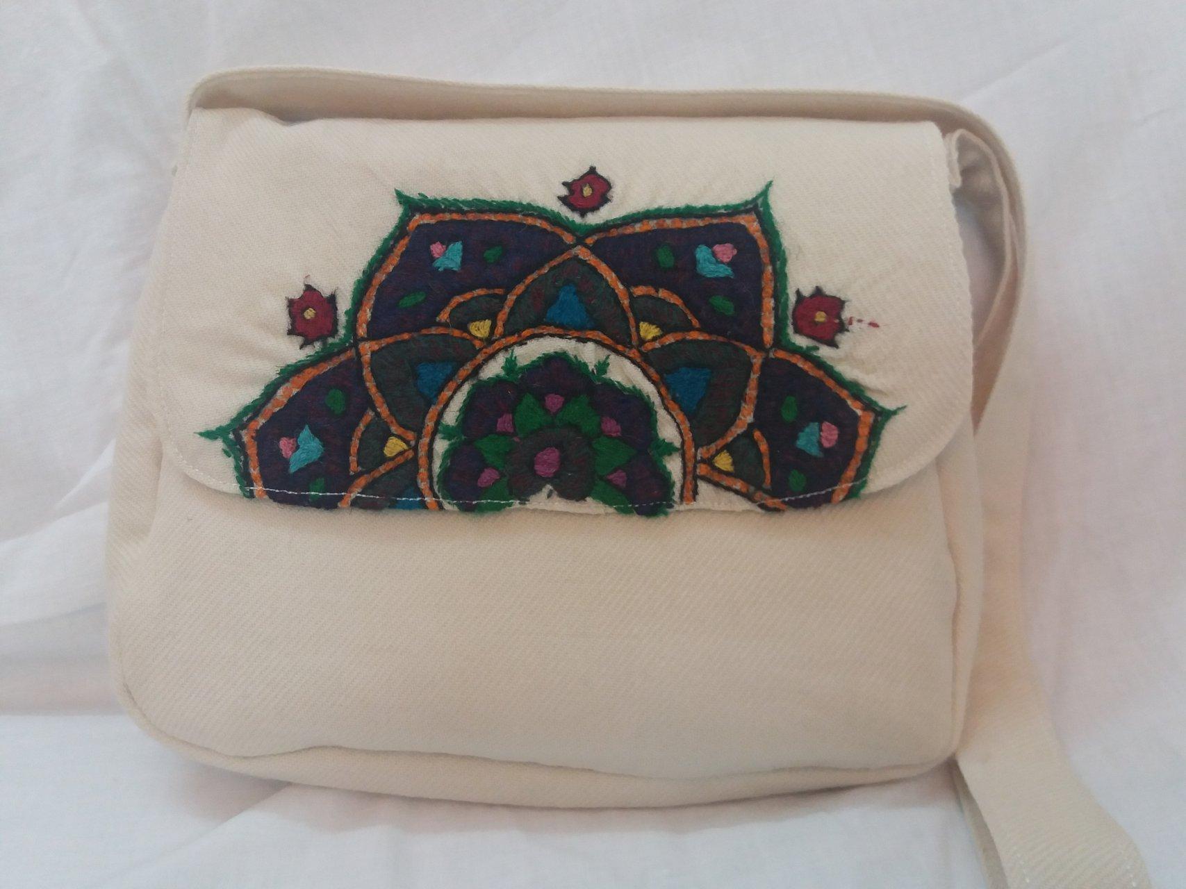 کیف زنانه رنگ سفید پته طرح ترنج