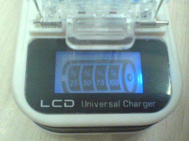 شارژر باتری دارای صفحه نمایش