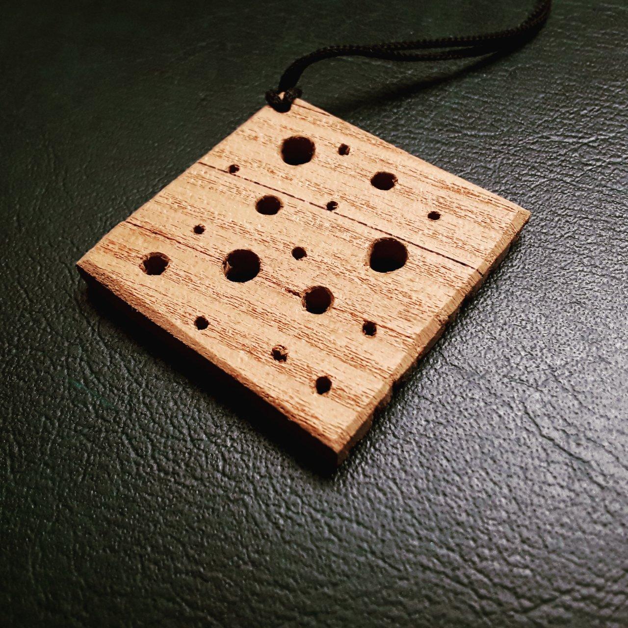 آویز گردنبند طرح پنیری