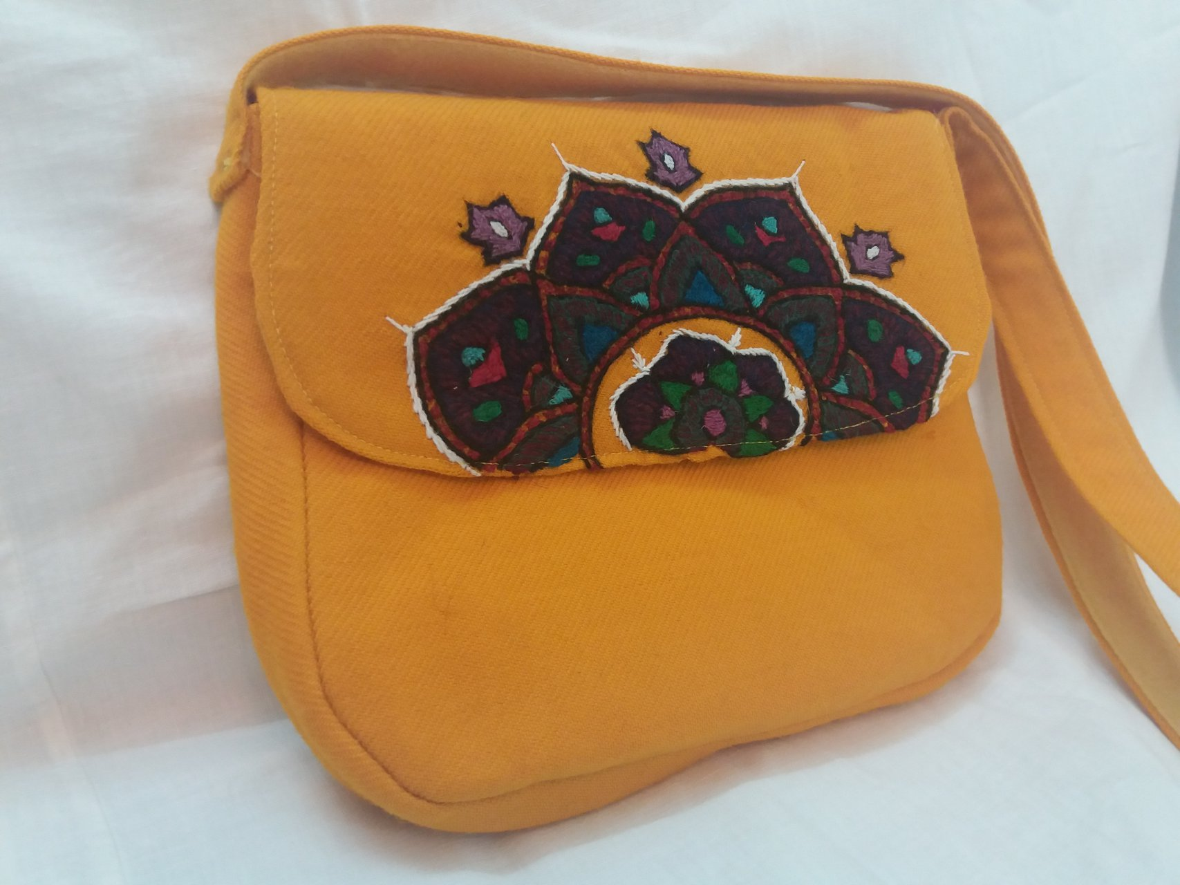 کیف زنانه رنگ زرد پته طرح ترنج