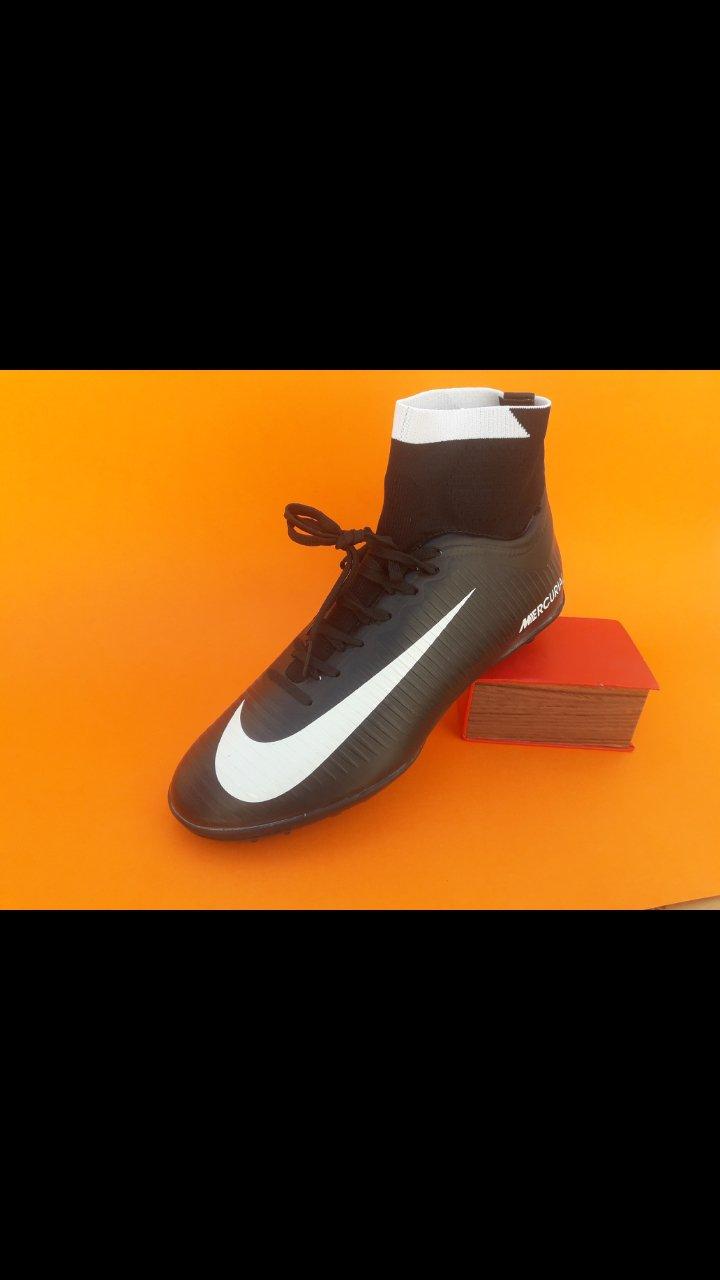 کفش چمن مصنوعی رنگ مشکی CR7
