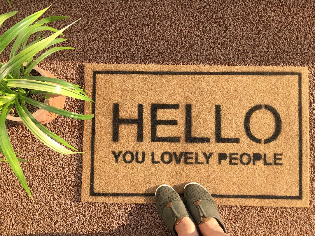 پادری طرح Hello you lovely people