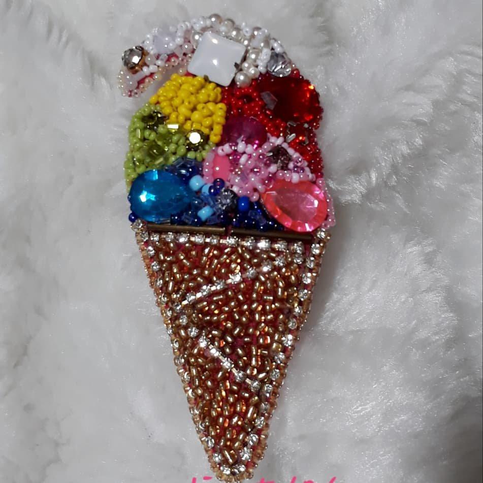 سنجاق سینه جواهر دوزی طرح بستنی