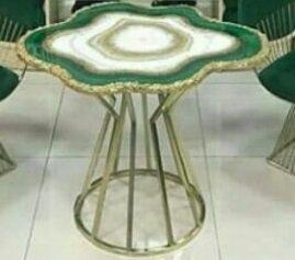 میز رزین دستساز دور نامنظم با پایه فلزی آبکاری