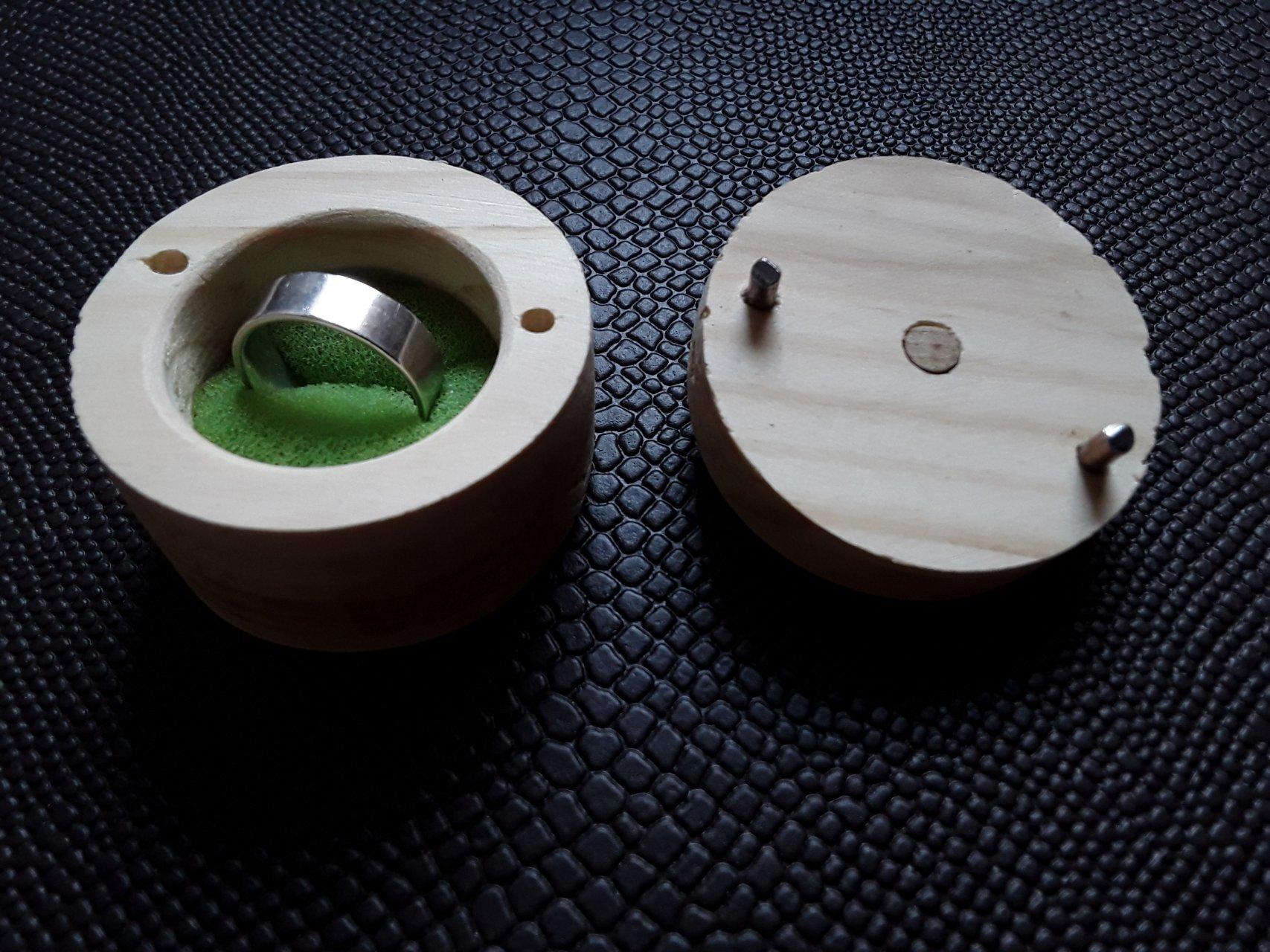 جا انگشتری چوبی