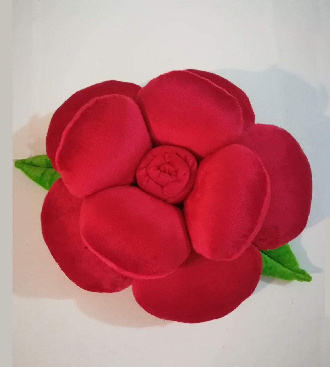 کوسن طرح گل قرمز