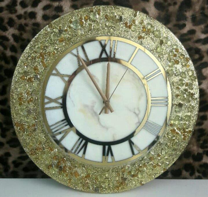 ساعت رزین و کیستال طلایی