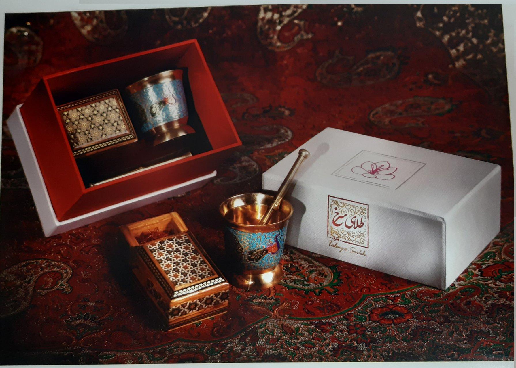 زعفران یک مثقال ناب قائنات همراه هاون و جعبه خاتم
