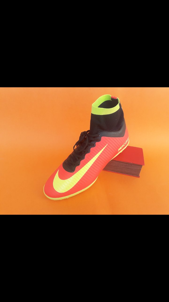 کفش چمن مصنوعی رنگ قرمز CR7