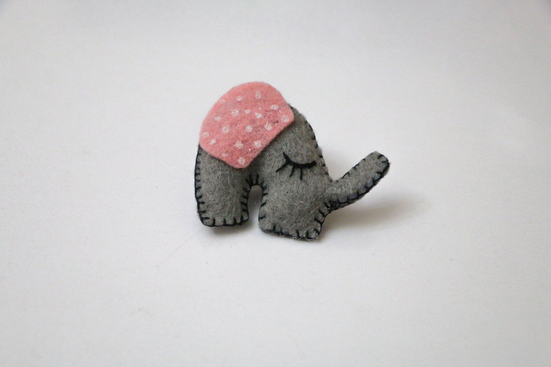 پیکسل نمدی طرح فیل طوسی