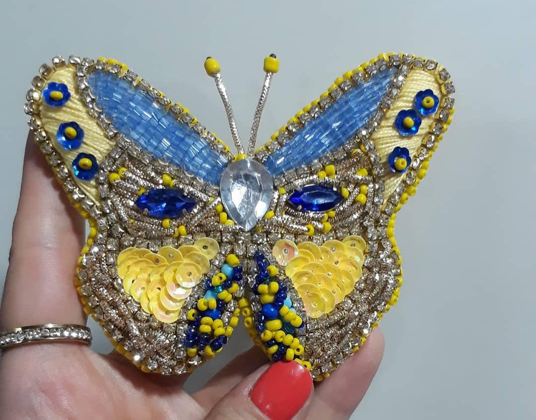 سنجاق سینه جواهر دوزی پروانه زرد