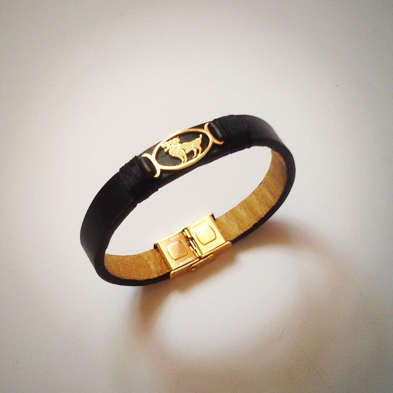 دستبند چرمی طرح ماه تولد فروردین