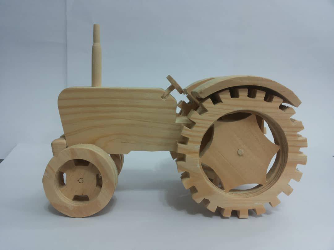 ماکت دست ساز چوبی تراکتور