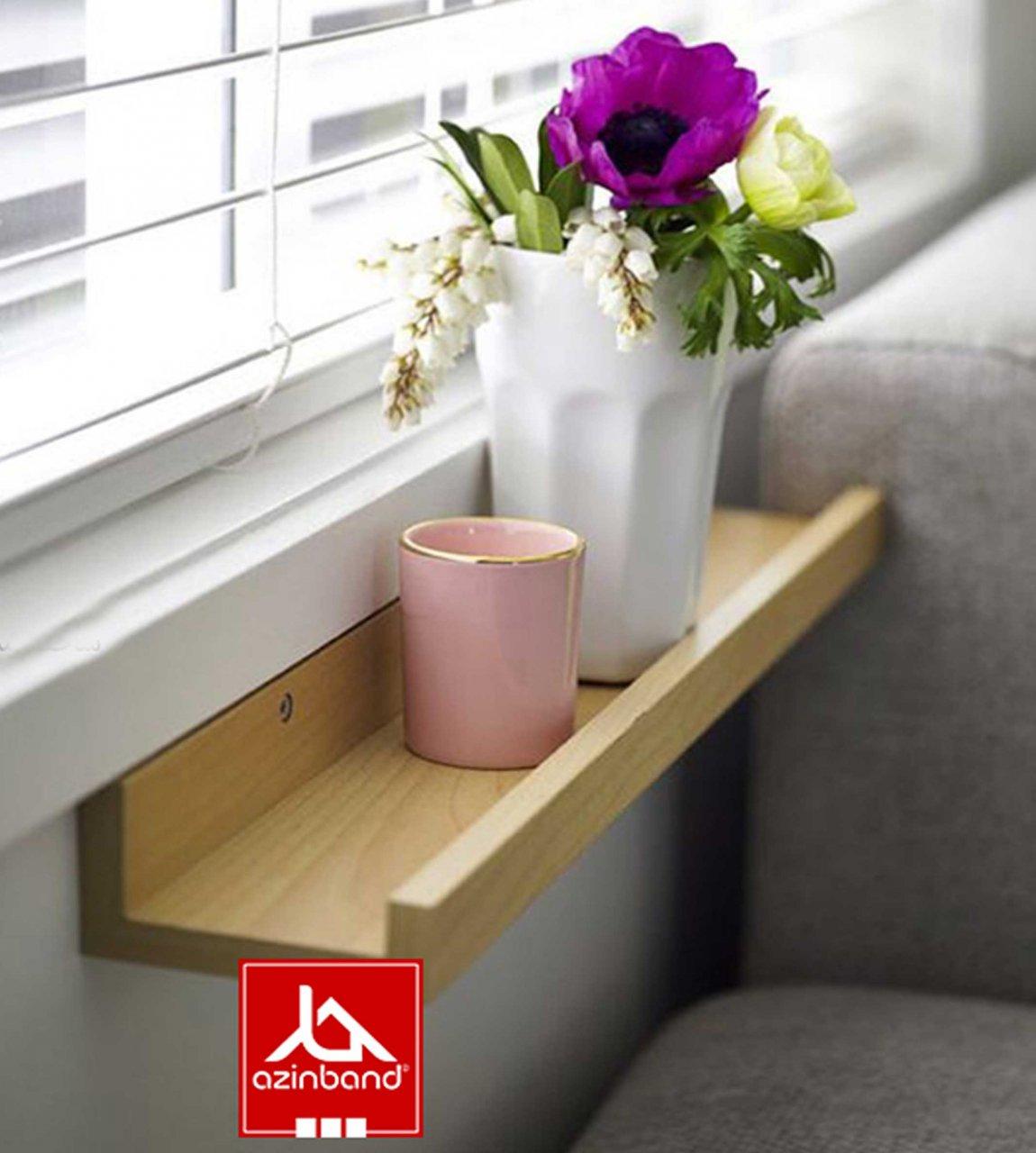 شلف کنار پنجره چوبی آذین بند