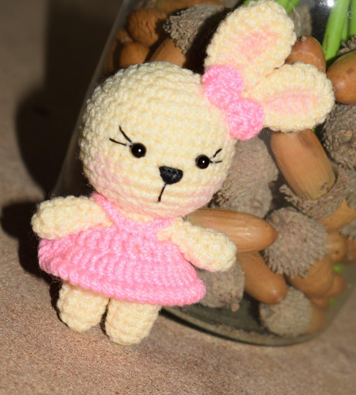 عروسک دست بافت خرگوش فسقلی صورتی