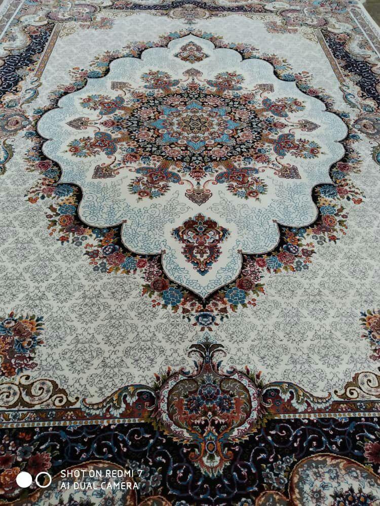 فرش نقش نیلا کرم رنگ 700 شانه 12 متری