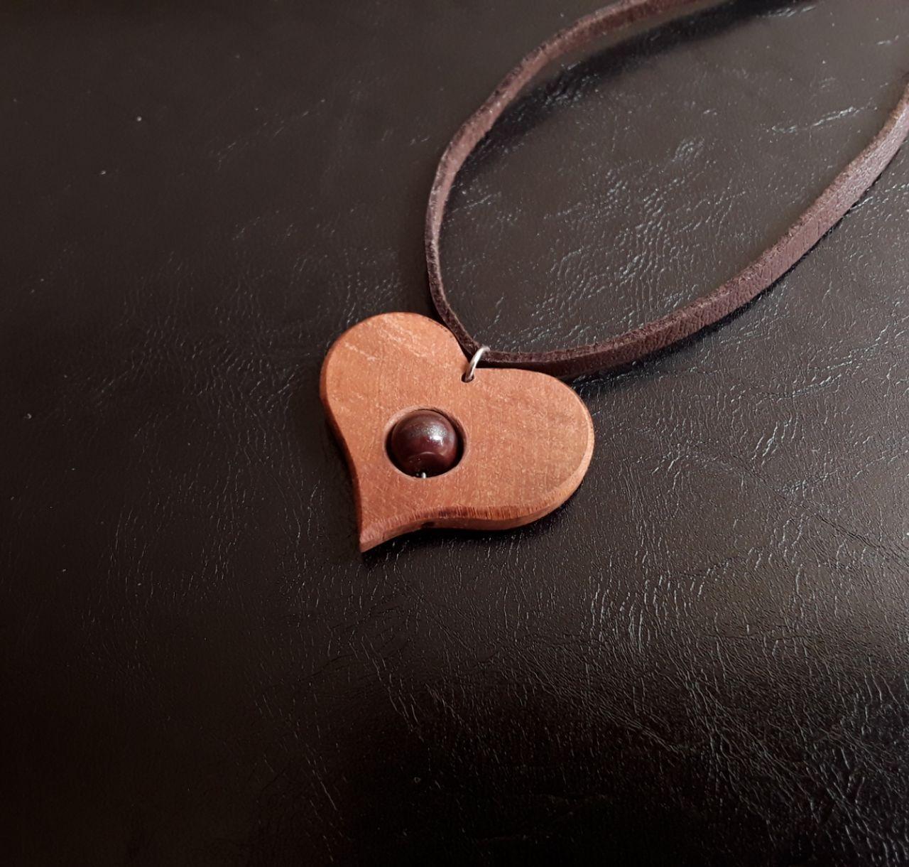 آویز گردنبند چوبی طرح قلب سنگ