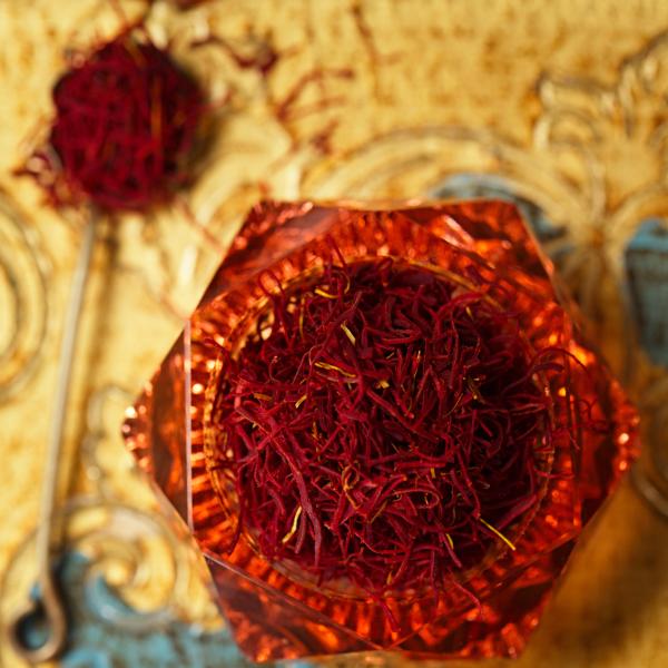 زعفران پوشال قلمدار استهبان وزن خالص 8 مثقال